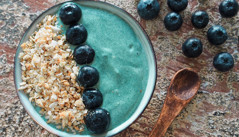 mood food diet, healthista, blueberry and coconut yoghurt smoothie
