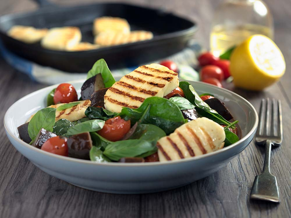 raw-salad-with-grilled-halloumi