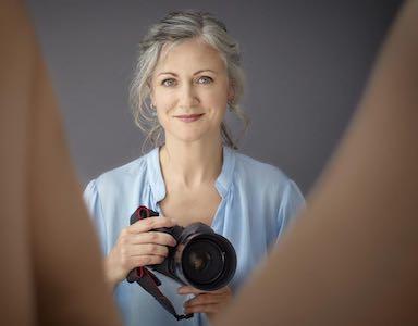 100 vulvas, photographer
