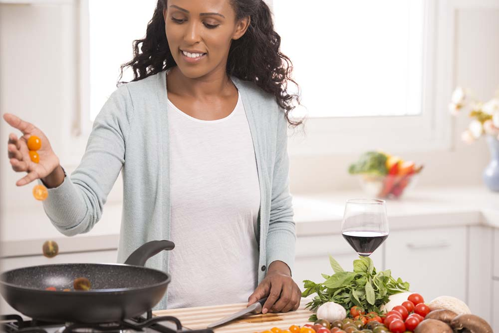woman-cooking-tomato-sauce-60-weight-loss-tips-in-60-days.jpg
