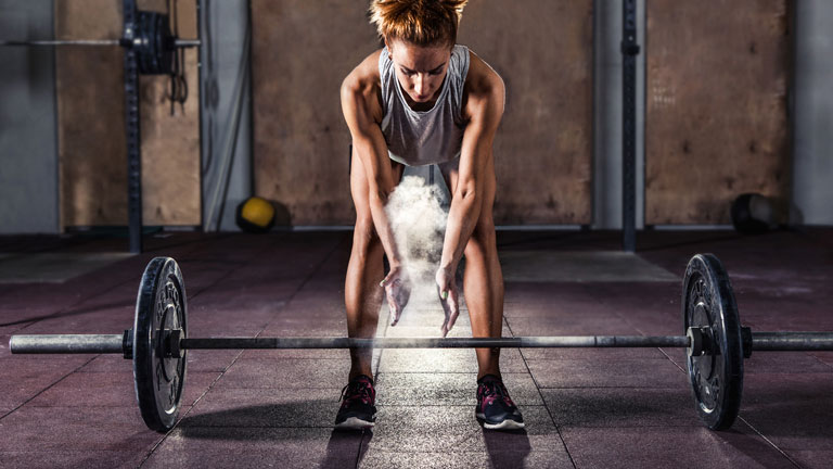 woman-in-gym,-full-body-fat-burning-workout-by-healthista.com