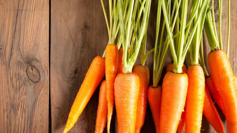 5 foods to keep you looking young - anti ageing skin - carrots