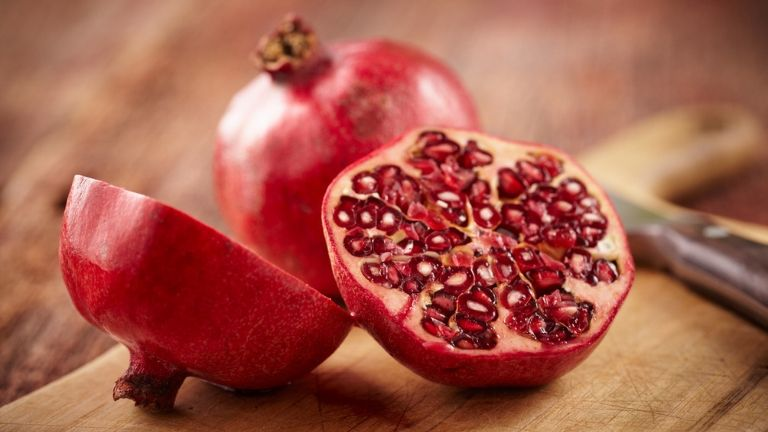 5 foods to keep you young - anti ageing skin - pomegranate