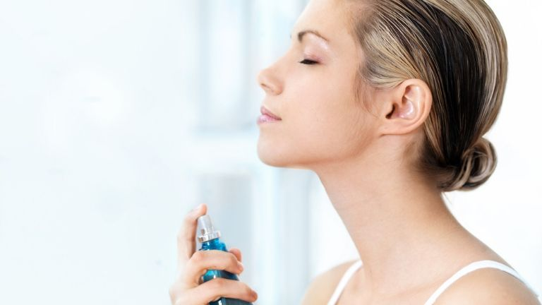 best face mists 7 brilliant ways to use a face mist - woman spraying face - in post 1