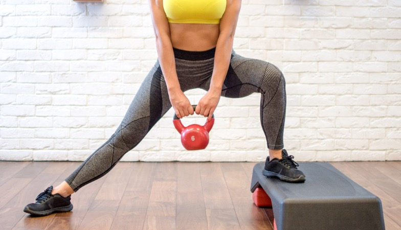 This leg workout with kettlebells takes only 20 minutes but it will make your booty burn