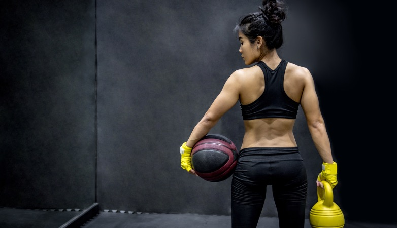 This back workout with kettlebells takes only 20 minutes but burns like hell