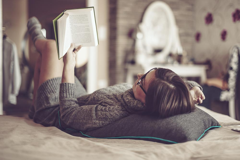 sleep-woman-reading-in-bed.jpg