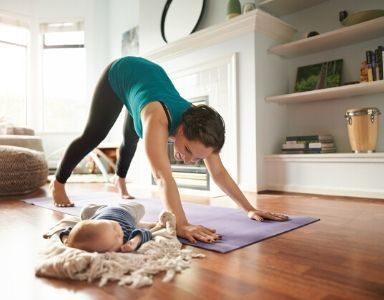 Postnatal Yoga - a 40 minute routine from super-yogi Hannah Barrett FEATURED