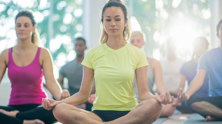 Group-yoga-main-image-healthista.jpg