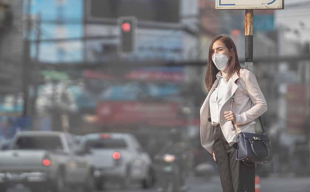 coronavirus-woman-in-mask.jpg