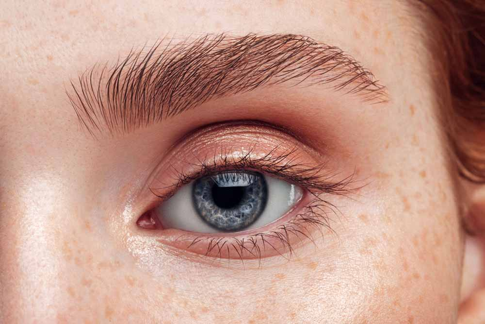 woman-eye-close-up-magnesium-deficiency-bettery-you.jpg