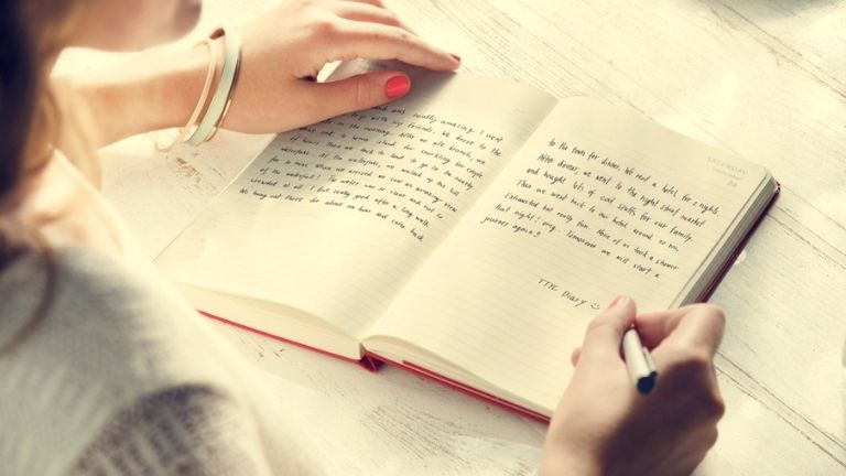 Journalling - why is everyone doing it_ Psychotherapist reveals 5 benefits MAIN