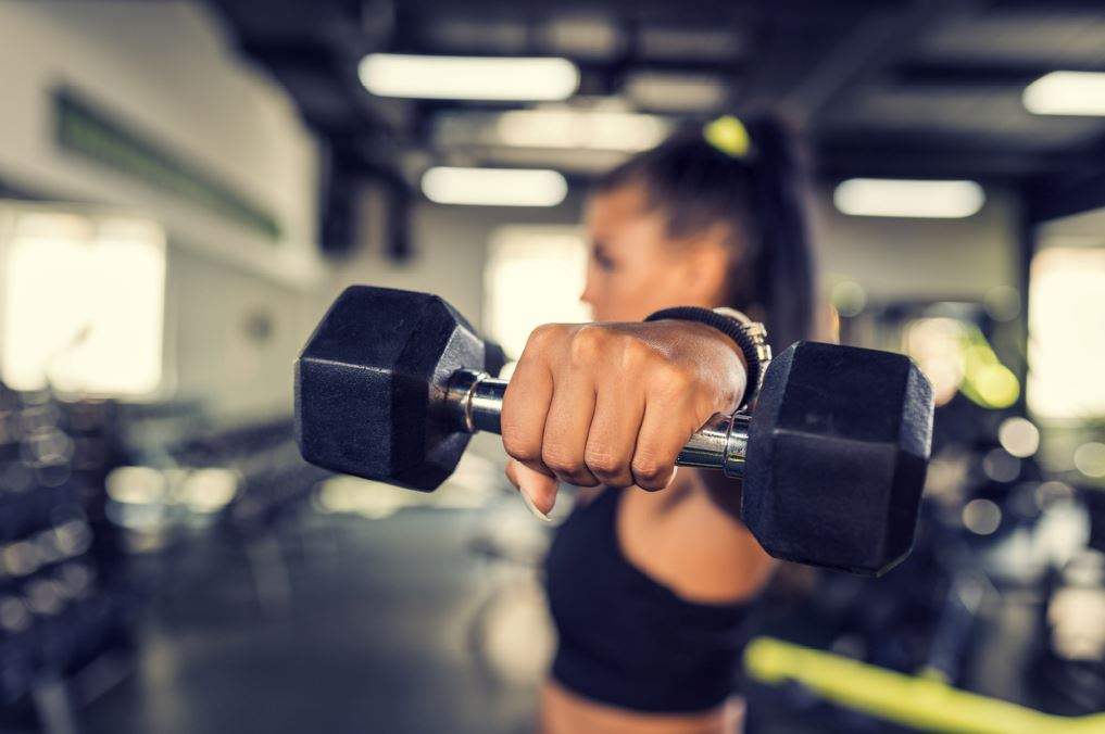 Woman lifting dumbbells is this the best way to get fit strength training