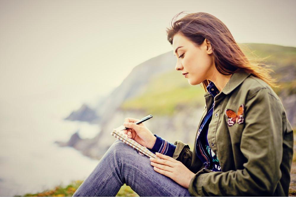 woman journalling alyss thomas benefits of a journal