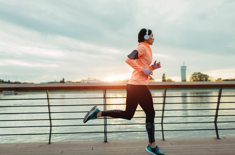 How to combat Seasonal Affective Disorder (SAD) this winter exercise woman