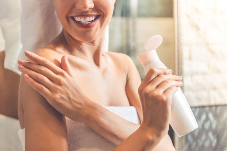 woman applying moisturiser winter skincare itchy skin adonia medical clinic