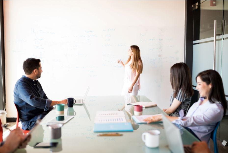 إدخال القوالب النمطية في عرض العمل