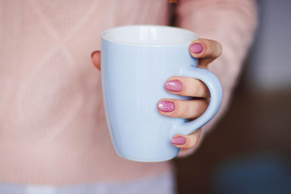 drink tea woman holding tea cup ways to kepp teeth healthy