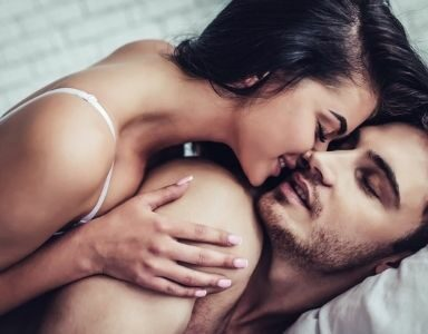 5 ways to convince your partner to use sex toys & spice things up in the bedroom FEATURED