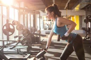 6 strength training benefits everyone should know about woman lifting weights at gym
