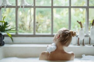 hairdressers guide to healthy, shiny hair relax in a bath